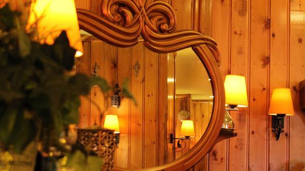 Lustro w łazience w stylu rustykalnym