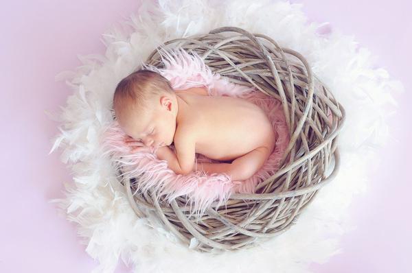 niezwykła fotografia noworodkowa w toruniu